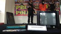 Polisi Tangkap Duda Pencekok Video Porno 6 Bocah di Rumpin Bogor. (Liputan6.com/Achmad Sudarno)
