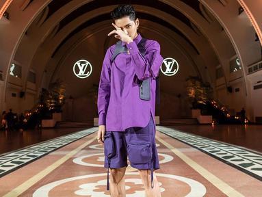Kris Wu baru-baru ini terlihat menghadiri Paris Fashion Week 2019. Gaya santai yang sering dikenakan Kris Wu juga menjadi pilihan untuk menghadiri acara tersebut. (Liputan6.com/IG/@kriswu)