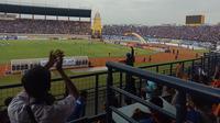 Bobotoh memenuhi Stadion Si Jalak Harupat saat laga Persib vs Persiwa. (Huyogo Simbolon)