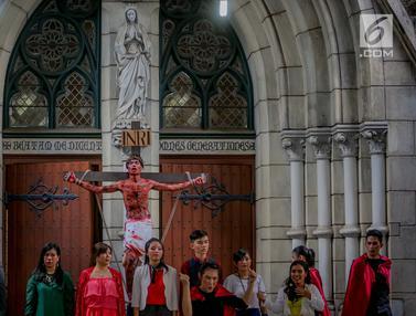 Melihat Prosesi Jalan Salib di Jumat Agung Gereja Katedral