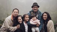 Potret kebersamaan para pemain film Keluarga Cemara 2 (Sumber: Instagram/ringgoagus)