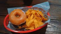 Triple Threat Glazed Donut Burger, menu kombinasi donat burger yang penuh lelehan keju dan tiga lapis patty