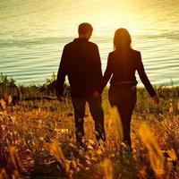 Sebelum memutuskan untuk menikah, sebaiknya ketahui 5 alasan mengapa kamu dilarang untuk cepat-cepat nikah. (Foto: postimg.io)