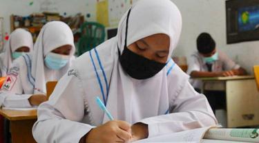 Proses belajar tatap muka secara terbatas di Pekanbaru karena Covid-19.