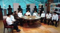 Delapan kepala daerah berkumpul di Museum Kepresidenan Balai Kirti, Bogor Jawa Barat, Rabu (15/5/2019). Hadir juga dua anak mantan Presiden RI, yakni Yenni Wahid dan Agus Harimurti Yudhoyono atau AHY. (Ady Anugrahadi/Liputan6.com)