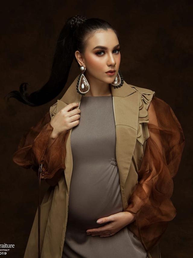 7 Gaya Maternity Shoot Irish Bella, Seperti Boneka Hidup
