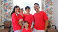 Ruben Onsu dan keluarga kompak tampil dalam balutan serba merah putih meramaikan tagar Merah Putih Challenge. (dok. Instagram @ruben_onsu/https://www.instagram.com/p/CD-ipqxpeTE/