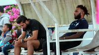 Striker anyar PSIS, Abou Bakr (kiri), dan Nerius Alom hadir di Stadion Moch Soebroto, Magelang. (Bola.com/Ronald Seger Prabowo)