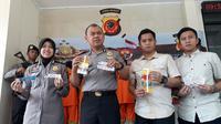 Polisi merilis tersangka pelaku kajahatan pengganjalan ATM yang dibekuk Polres Bogor