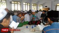 Suasana pembelajaran Al Quran di masjid Ikhlas Wal Barokah, di Desa Wonokerto, Sukapura, Kabupaten Probolinggo. (FOTO: Sugeng Leksono for TIMES Indonesia (timesindonesia.co.id))
