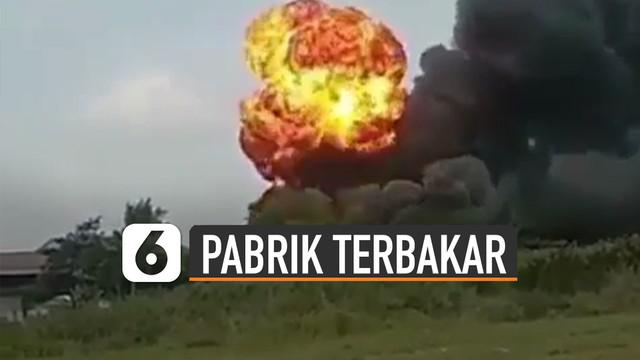 Beredar video pabrik PT Indofood mengalami kebakaran. Menurut kabar kejadian itu terjadi pada bagian gedung tempat pembungkus makanan.