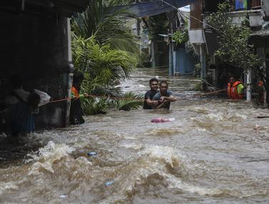 Curah Hujan Tinggi Sebabkan Banjir di Kawasan Tendean