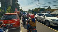 Polisi Berlakukan One Way di Jalur Wisata Anyer. (Foto: Liputan6.com/Muhamad Ridlo)