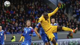 Striker Belgia, Romelu Lukaku, saat melawan Islandia pada laga UEFA Nations League di Stadion Laugardalsvollur, Selasa (11/9/2018). Belgia menang 3-0 atas Islandia. (AP/Brynjar Gunnarsson)
