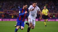 Bek Sevilla, Clement Lenglet (kanan), masuk dalam daftar belanja Barcelona pada bursa transfer musim panas tahun ini. (AFP/Josep Lago)