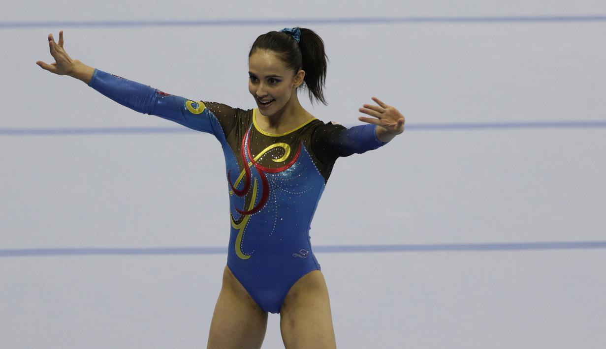 Pesenam Malaysia, Farah Ann, saat beraksi pada nomor all-round individual putri cabang senam SEA Games 2019 di Kompleks Rizal Memorial, Senin (2/12). Atlet cantik ini berhasil menyumbangkan medali emas. (Bola.com/M Iqbal Ichsan)
