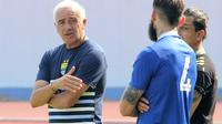 Pelatih Persib, Mario Gomez. (Bola.com/Muhammad Ginanjar)