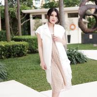 Sandra Dewi mengaku jika dirinya sempat mengalami kenaikan berat badan hingga puluhan kilo. Akan tetapi setelah satu bulan pasca melahirkan, tubuhnya kembali langsing seperti semula. (Foto: instagram.com/sandradewi88)