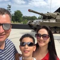 Maudy Koesnaedi bersama keluarga saat liburan ke Belanda (Instagram/@maudykoesnaedi)
