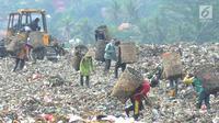 Suasana Tempat Pembuangan Akhir (TPA) Galuga, Bogor (20/5). Indonesia memproduksi sampah plastik sebanyak 175.000 ton per hari dan menjadi penyumbang sampah terbesar kedua di dunia, setelah China. (Merdeka.com/Arie Basuki)