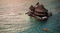 Intip indahnya Casa en el Agua Eco hostel di jantung laut Karibia yang dikelilingi oleh pemandangan perairan Taman Nasional Kepulauan San Bernado. (Foto: instagram @casaenelagua)