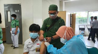 Vaksinasi Covid-19 untuk anak usia 12 tahun ke atas di Kota Bekasi, Jawa Barat sudah dimulai hari ini, Rabu (4/8/2021).