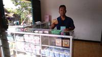 Poniman, nasabah ULaMM pemilik usaha susu kambing di Yogyakarta. Dok: Tommy Kurnia/Liputan6.com