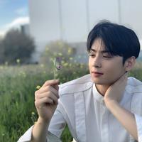 Cha Eun Woo (Instagram/eunwo.o_c)