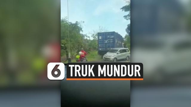 TRUK MUNDUR