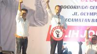 Calon Presiden nomor urut 1 Joko Widodo bersama Politisi PDI-P Adian Napitupulu memberikan sambutan pada acara deklarasi dukungan 7.000 relawan di Kawasan Pergudangan Olympic Bogorindo Sentul, Bogor, Jawa Barat, Selasa (27/11). (merdeka.com/Arie Basuki)