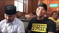Terdakwa ujaran kebencian, Ahmad Dhani Prasetyo menjalani sidang di Pengadilan Negeri (PN) Surabaya. (Liputan6.com/Dian Kurniawan)