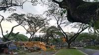 Crane proyek pembangunan gedung di Kuala Lumpur, Malaysia, roboh menimpa perumahan warga. (Facebook)