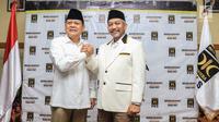 Bakal cagub dan cawagub Jawa Barat, Mayjen (Purn) Sudrajat dan Ahmad Syaikhu di kantor DPP PKS, Jakarta, Rabu (27/12). Partai Gerindra, PKS dan PAN sepakat mengusung Sudrajat dan Ahmad Syaikhu di Pilgub Jawa Barat. (Liputan6.com/Faizal Fanani)