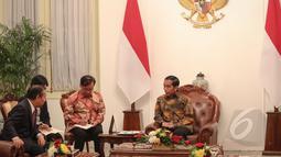 Suasana pertemuan antara Presiden Jokowi dengan perwakilan parlemen Jepang di Istana Merdeka, Jakarta, Senin (4/5/2015). Pertemuan tersebut untuk meningkatan kerjasama antara Jepang dan Indonesia (Liputan6.com/Faizal Fanani)