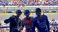 Pembalap Repsol Honda, Marc Marquez (tengah), menjuarai balapan MotoGP Jerez di Sirkuit Jerez, Spanyol, Minggu (6/5/2018). (Twitter/MotoGP)
