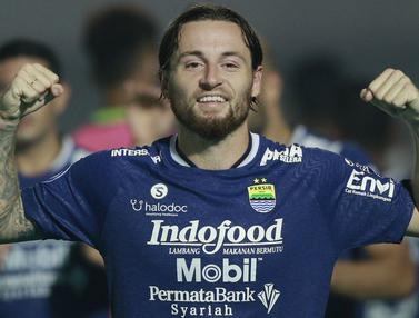Foto: Hijrah ke Persib Bandung, Marc Klok Langsung Cetak Gol dalam Penampilan Perdana di BRI Liga 1