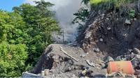 Jalan tertutup lava Gunung Karangetang. (Liputan6.com/Yoseph Ikanubun)