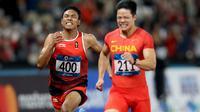 Pelari Indonesia, Lalu Muhammad Zohri, saat berlaga pada nomor 100 meter Asian Games di SUGBK, Jakarta, Minggu (26/8/2018). Lalu Zohri finish di urutan ke tujuh dengan catatan waktu 10,20 detik. (Bola.com/Peksi Cahyo)