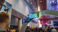 Pengujung memadati pameran Consumer Electronics Show (CES) 20117 di Central Hall, Las Vegas Convention Center, Amerika Serikat. (Liputan6.com/Corry Anestia)