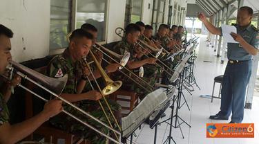 Citizen6, Kobangdikal: Sementara itu Komandan Sekolah Tamtama (Danseta) Pusdikbanmin Mayor Laut (S) Joko Muryadi mengatakan, pendidikan tamtama music ini berlangsung selama 5,5 bulan. (Pengirim: Penkobangdikal)