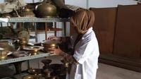 Barang-barang di museum Sulawesi Tenggara sebelumnya tertata rapi pada tiga rak gudang penyimpanan, raib digasak maling.(Liputan6.com/Ahmad Akbar Fua)