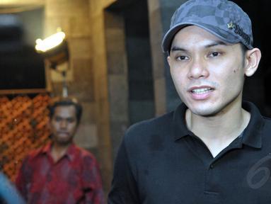 Ditemui di kawasan Cibubur, Jakarta, Ben memberi sinyal jika dirinya dan Marshanda berpotensi untuk rujuk, Jumat (18/7/14). (Liputan6.com/Panji Diksana)