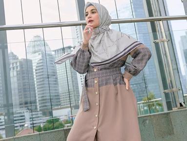 Shireen Sungkar sendiri cukup sering terlihat menggunakan busana berwarna coklat. Gaya penampilan wanita 28 tahun ini pun kerap mencuri perhatian netizen. (Liputan6.com/IG/@shireensungkar)