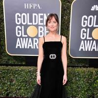 Gaun cantik ini sendiri pernah dikenakan oleh Dakota Johnson saat menghadiri acara Golden Globe Awards. Seolhyun sendiri kerap mendapatkan tawaran untuk menjadi model oleh produk ternama di Korea. (Foto: koreaboo.com)
