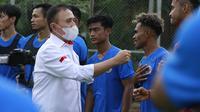 Ketua PSSI, Mochamad Iriawan, mengunjungi latihan Timnas Indonesia proyeksi SEA Games 2021 di Lapangan Panahan, Jakarta, Rabu (10/2/2021). (Bola.com/Muhammad Iqbal Ichsan).