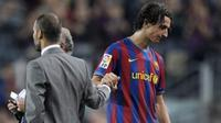 Pep Guardiola dan Zlatan Ibrahimovic saat bekerja sama sebagai pemain dan pelatih di Barcelona. (BBC).