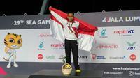 Perenang Indonesia, Indra Gunawan saat meraih medali emas pada nomor Gaya Dada 50 meter putra di National Aquatic Centre, (26/8/2017). (Bola.com/Dok.PRSI)