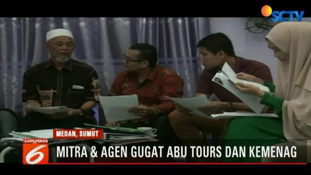 Dicabutnya izin perjalanan umrah PT Abu Tours oleh Kementerian Agama membuat nasib keberangkatan ribuan jemaah umrah di Medan menjadi tidak jelas.