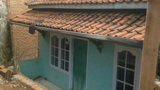 Rumah milik ornagtua Eko Purnomo yang terblokade tembok rumah tetangga. (Istimewa/Huyogo Simbolon)