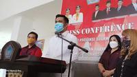 Setelah menjalani pemeriksaan oleh Badan Kehormatan (BK) DPRD Provinsi Sulut, Senin (1/2/2021), James kembali tampil di depan publik dan menyampaikan permohonan maafnya.